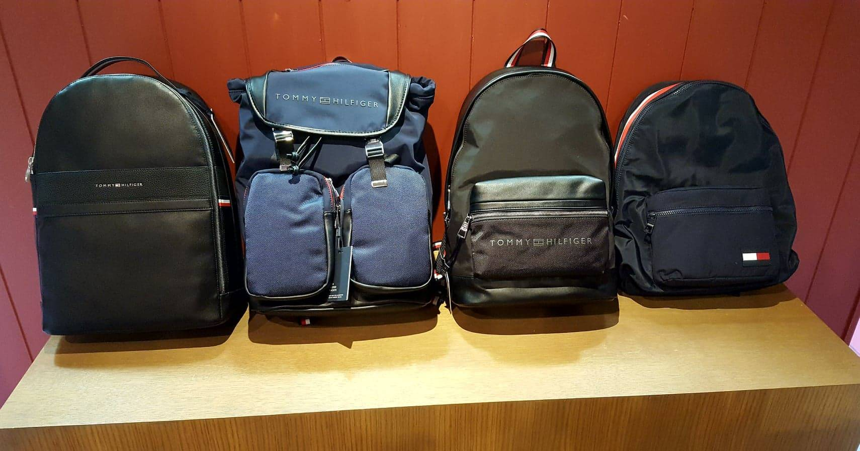Nouvelle collection d accessoires Tommy Hilfiger chez Jeans Center à ... 74f81a2e681