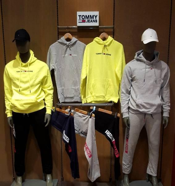 5a9bd4f2b74e40 Magasin vêtements de marque pour les hommes et les femmes ...